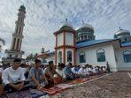 pengikut-abu-peuleukung-shalat-idul-fitri-di-nagan-raya-rabu-1252021.jpg