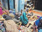 pengungsi-tidur-di-emperan-toko-kawasan-ulim_20161208_105928.jpg