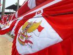 penjual-bendera-merah-putih-di-kota-lhokseumawe-rabu-482021.jpg