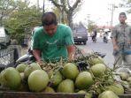 penjual-kelapa-muda-di-meulaboh_20170927_201315.jpg