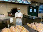 penjual-roti-di-hayat-mall-mekkah-arab-saudi.jpg