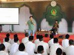 penulis-novel-indonesia-tere-liye-menggelar-workshop-penulisan-di-dayah-darul-quran-aceh.jpg