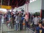 penumpang-mengantri-di-bandara-soekarno-hatta.jpg