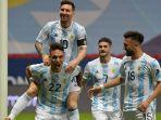penyerang-argentina-lautaro-martinez-merayakan-gol-dengan-rekan-setimnya-lionel-messi.jpg