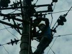 perbaiki-jaringan-listrik_20180120_104001.jpg