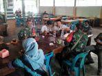 personel-koramil-11-darul-imarah-serma-saiful-bahri-selaku-babinsa-desa-lamreung.jpg