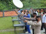 personel-polres-simeulue-latihan-menembak-untuk-mengasah-kemampuan-menembak.jpg