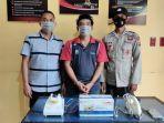 personel-polsek-langkahan-aceh-utara-meringkus-seorang-pria-yang-mencuri-barang-elektronik.jpg
