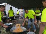 personel-satuan-denbekang-lhokseumawe-masak-untuk-korban-banjir.jpg
