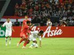 pertandingan-antara-tim-nasional-singapura-dan-indonesia-di-piala-aff-2018.jpg