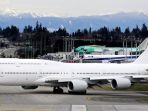 pesawat-jet-jumbo-boeing-747-8_20180917_224240.jpg