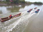 peserta-memacu-boat-phok_20180902_082158.jpg
