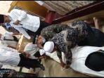 peserta-sedang-mempersiapkan-proses-fardhu-kifayah-dalam-pelatihan-tahjiz-mayat.jpg