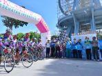 peserta-tour-de-sabang-jakarta-di-kilometer-nol_20171015_085236.jpg