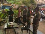 petugas-disiagakan-di-sebuah-kafe-di-lhokseumawe.jpg