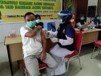 petugas-kesehatan-di-aceh-singkil-melakukan-vaksinasi-covid-19-pada-5-april-2021.jpg