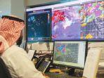 petugas-memantau-cuaca-di-arab-saudi.jpg