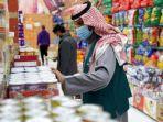 petugas-memeriksa-barang-di-sebuah-mall-arab-saudi.jpg