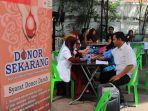 petugas-pmi-kota-banda-aceh-sedang-melaksanakan-donor-darah.jpg