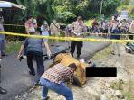 pihak-kepolisian-saat-berada-di-lokasi-pria-tewas-bersimbah-darah.jpg