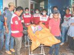 polisi-dan-petugas-pmi-mengevakuasi-tiga-jenazah-yang-diduga_20180110_113450.jpg