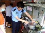 polisi-periksa-warung-mi-pakai-narkoba-di-china.jpg