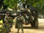 prajurit-ad-filipina-bersiaga-di-dekat-kendaraan-lapis-baja.jpg