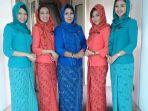 pramugari-garuda-indonesia-foto-bersama_20180204_081320.jpg