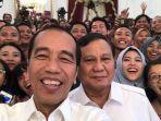 presiden-joko-widodo-dan-ketua-umum-partai-gerindra-prabowo-subianto-selfie-dengan-wartawan.jpg