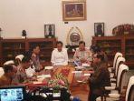 presiden-joko-widodo-jokowi-rapat-bersama-sejumlah-menteri-di-istana-merdeka.jpg