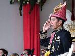 presiden-jokowi-memakai-pakaian-adat-aceh_20180817_225345.jpg