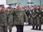 presiden-kosovo-hashim-thaci-memeriksa-personel-pasukan-keamanan-kosovo.jpg