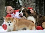 presiden-rusia-vladimir-putin-dan-kedua-anjingnya-afp_20180319_130110.jpg