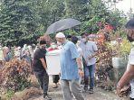prof-dr-h-syamsuddin-mahmud-ke-tempat-pemakaman-di-cot-peureul.jpg