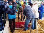 prosesi-pemakaman-abu-jenazah-abdul-hamid-44.jpg