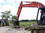 pt-mifa-kembali-lakukan-pembersihan-4-jalur-air-untuk-pengaktifan-lahan-sawah-masyarakat-1.jpg