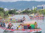 puluhan-perahu-hias-mengikuti-festival-krueng-aceh_20180814_101115.jpg