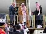 raja-arab-saudi-salman-bin-abdulaziz-al-saud-saat-tiba-di-bandara-halim-perdanakusuma_20170301_143302.jpg