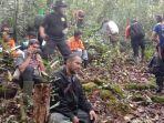 regu-penyelamat-tim-sar-gabungan-ketika-berada-di-hutan.jpg