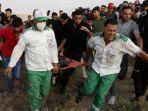 relawan-evakuasi-korban-luka-di-jalur-gaza-palestina.jpg