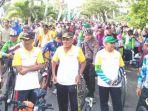 ribuan-peserta-fun-bike-dan-fun-walk-nagan-raya_20161127_094136.jpg