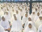 ribuan-warga-berdoa-pada-peringatam-haul-ke-18.jpg