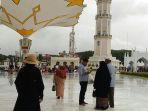 rombongan-turis-islamic-cruise-di-masjid-raya-baiturrahman_20171127_152631.jpg