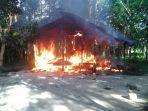 rumah-terbakar-di-aceh-jaya_20170823_204605.jpg