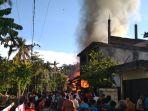 rumah-terbakar-di-aceh-selatan_20180910_223552.jpg