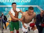 Euro 2020 - Kylian Mbappe Senang Tukar Jersey dengan Cristiano Ronaldo usai Prancis Lawan Portugal thumbnail