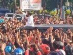 saat-presiden-joko-widodo-diadang-lautan-warga-maumere-kabupaten-sikka-ntt.jpg