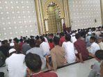 saf-jamaah-shalat-jumat-di-masjid-agung-baitul-ghafur-abdya.jpg
