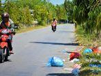 sampah-berserakan-di-jalan-di-aceh-barat-2021.jpg