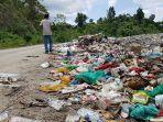 sampah-di-lokasi-tpa-suak-buluh-simeulue-timur-meluber-ke-badan-jalan.jpg